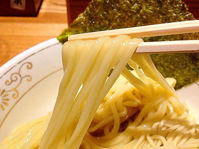 こんな風に太麺を@「神田 勝本」