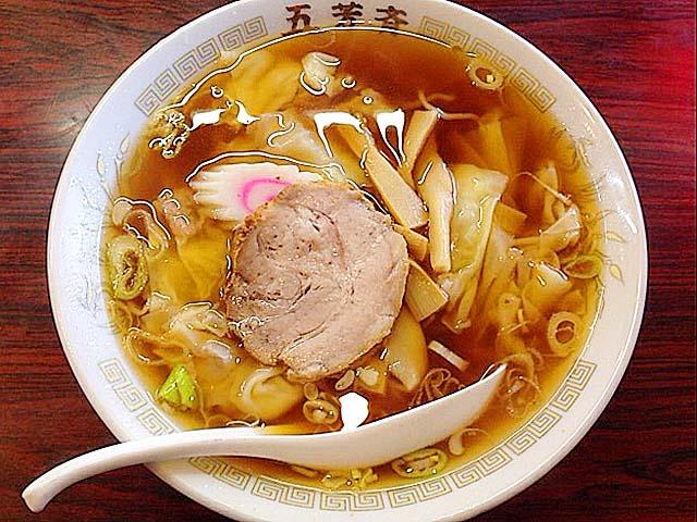 """古き良き""""普段着の味""""を今に伝える神楽坂の老舗町中華「五芳斉」のワンタン麺"""