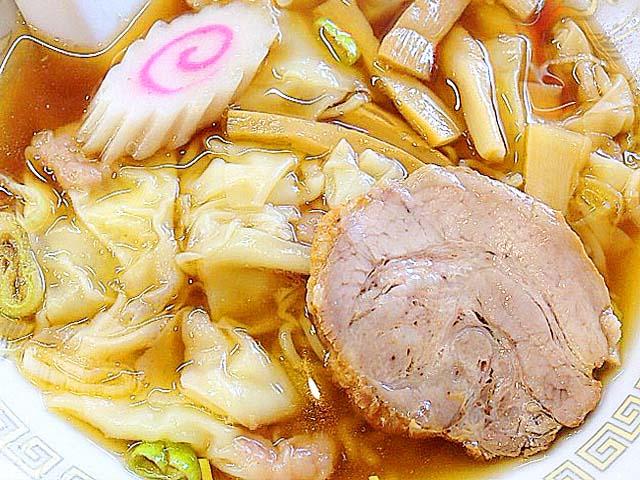 小ぶりながらも8個入りのワンタン麺@神楽坂「五芳斉」