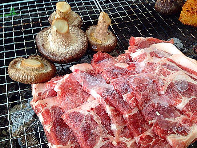 肉もジャンボしいたけも焼きまくり@千葉「佐倉きのこ園」