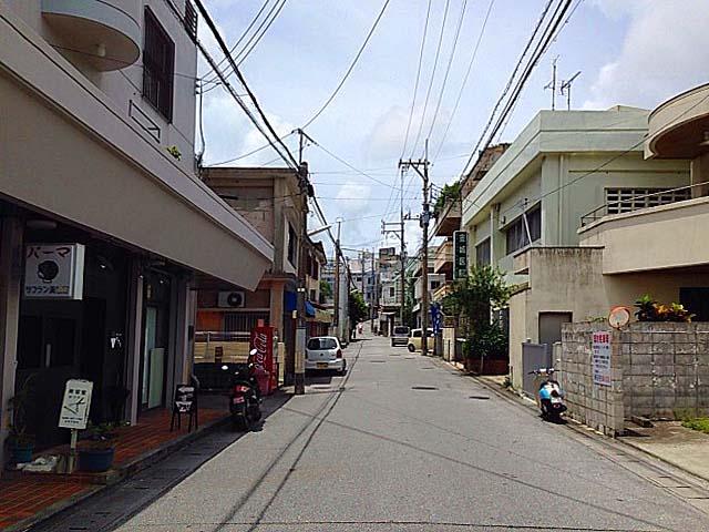 いかにも沖縄って感じの路地