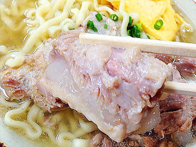 骨まで難なくいただけるプリプリの軟骨ソーキ肉@沖縄・北谷町の沖縄そば専門店「浜屋」