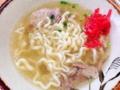 [沖縄][北谷][沖縄そば][定食・食堂]紅生姜は途中でほんのり加えるのがベスト@沖縄・北谷町「浜屋」