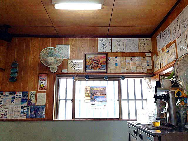 20~30名ほどのキャパシティを誇る石垣島の老舗「のりば食堂」