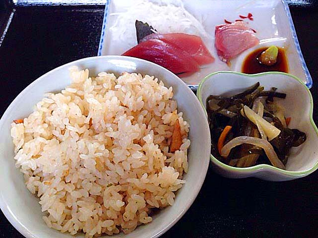 黄金そば抜きでも立派な定食に見えるそば定食@石垣島「のりば食堂」