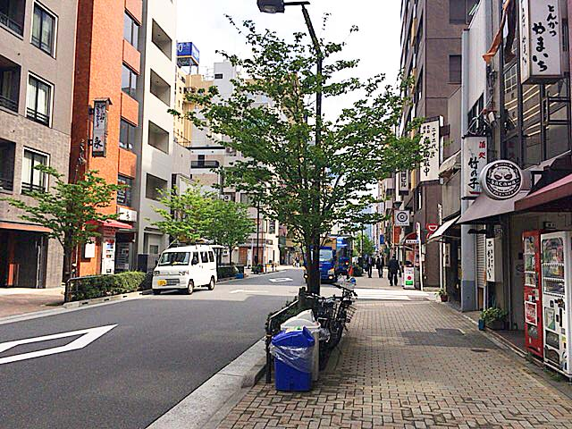 東京メトロ丸ノ内線・淡路町駅から徒歩数分の町並み