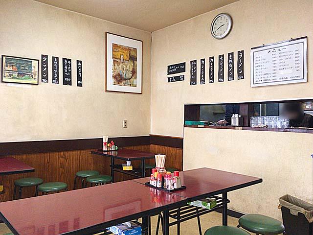 カウンター席無し、4名掛けテーブル6卓の計24席@神田「栄屋ミルクホール」