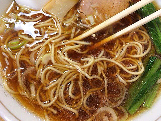ストレートの細麺が実にマッチした醤油ラーメン@神田「栄屋ミルクホール」
