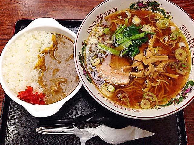 新宿御苑前の老舗日本蕎麦屋「そば処 更科」のCセット(中華ミニカレーライス)