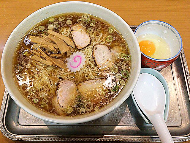 東京で60年以上繁盛し続ける超人気ラーメン店「永福町大勝軒」の中華麺(生玉子付)