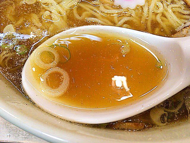 厳選素材を惜しみなく使用した「永福町大勝軒」の醤油スープ