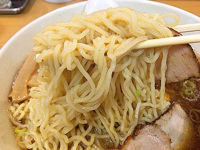 思いっ切り持ち上げてもブレることのない280gの麺量@永福町大勝軒