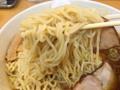 [永福町][ラーメン]豪快に持ち上げても丼には麺が盛りだくさん@永福町大勝軒