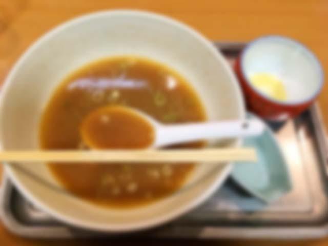 お冷飲み過ぎでスープ完飲ならず(汚いのでぼかし処理済み)