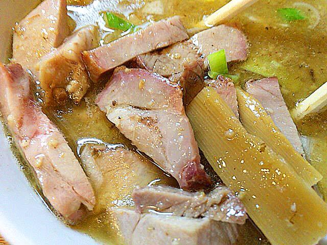 肉入りつけそばだからこだわりの自家製豚チャーシューもたっぷり@赤羽「麺 高はし」