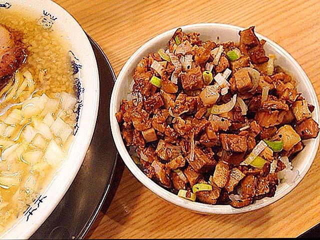 東京・十条の人気ラーメン店「流。(ル)」の肉めし