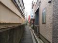 [十条][東十条][ラーメン][肉]JR埼京線・十条駅ホーム真裏の小道