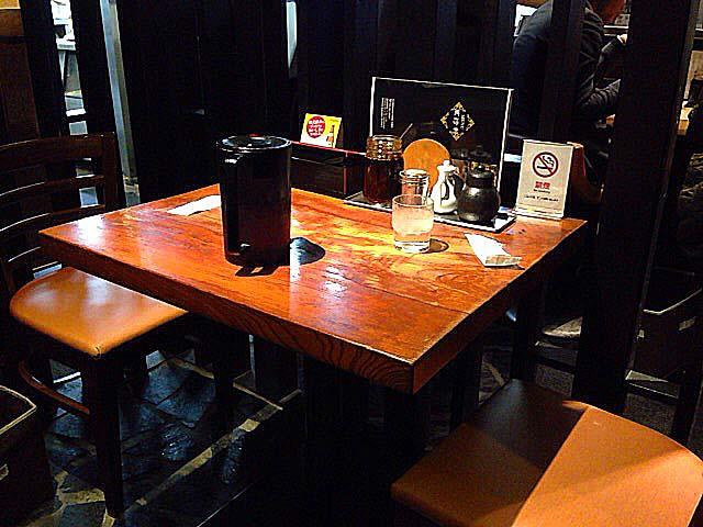 完全禁煙でテーブル席メインの小奇麗な店内@名古屋の老舗中華料理屋「萬珍軒」