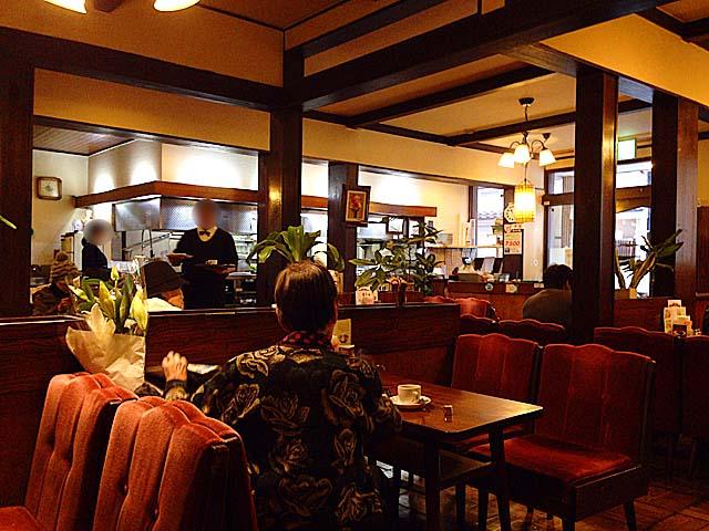 1947年(昭和22年)創業、名古屋を代表する老舗純喫茶「コンパル 大須本店」