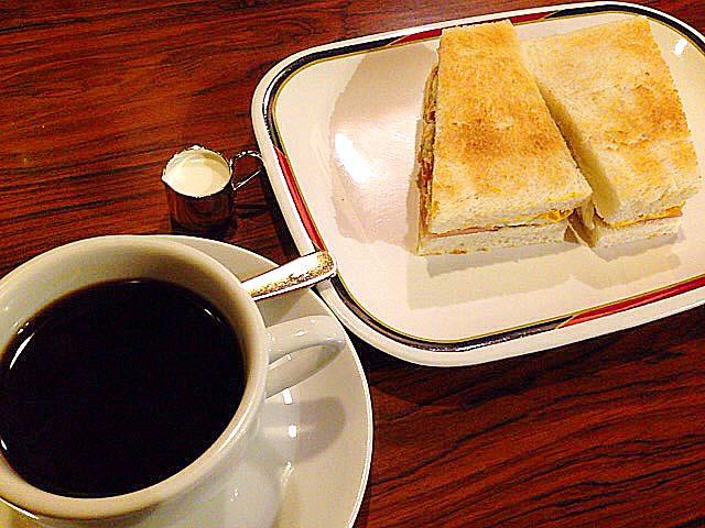 名古屋を代表する老舗純喫茶「コンパル 大須本店」のモーニングセット