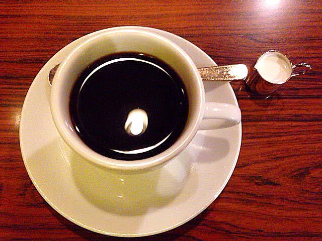 2段階ドリップで抽出したホットコーヒー@名古屋「コンパル 大須本店」