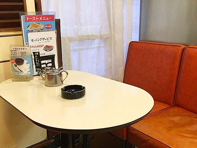 昭和レトロな外観以上に落ち着く店内@神田「珈琲専門店 エース」