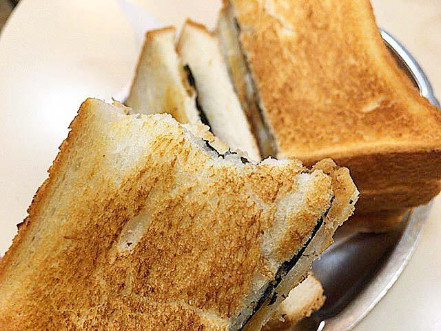 耳ありだとより香ばしさと野性味が増すのと、お腹が膨れやすいって利点が@神田「珈琲専門店 エース」