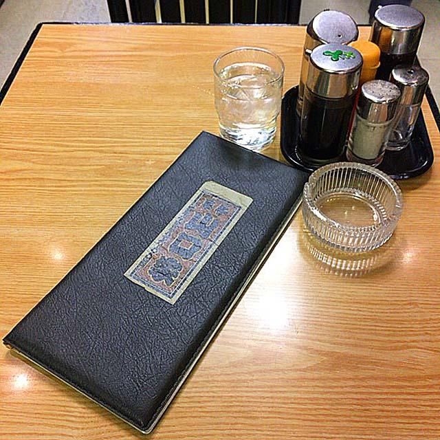 メニュー・お冷・灰皿・卓上調味料@浅草の老舗甘味処「山口家本店」