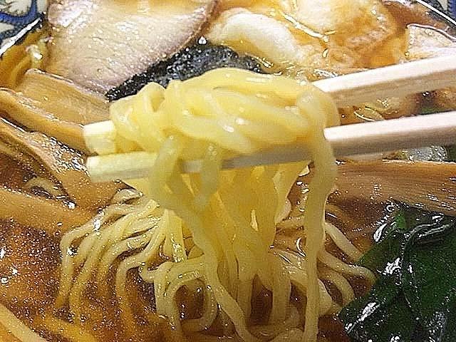 プリプリッとした食感の中太縮れ麺@浅草の老舗甘味処「山口家本店」