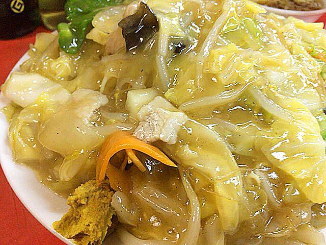 とろっとろの醤油風味の餡がたっぷりと@銀座の老舗「中華三原」の揚焼そば