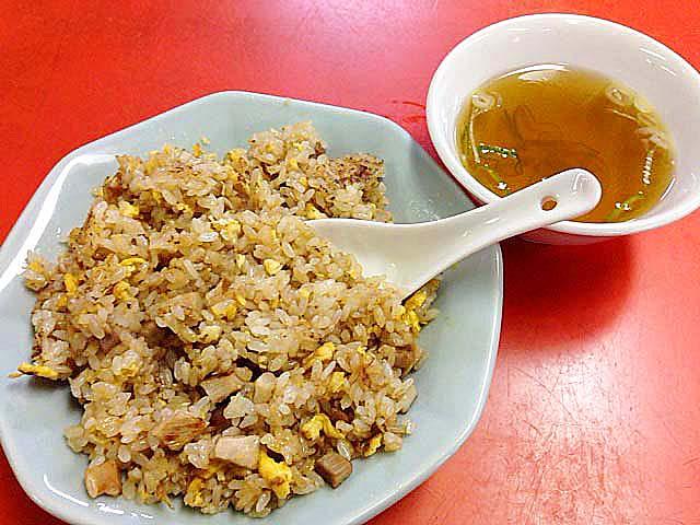 チャーハンに付いてくる中華スープはおかわり自由@銀座の老舗「中華三原」