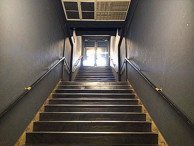 8Fから屋上へと続く階段@西武池袋本店