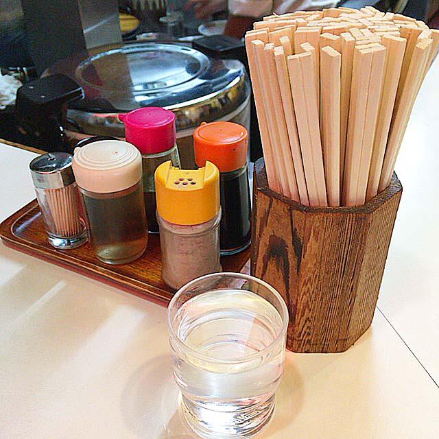 卓上調味料と水@荻窪「マツマル」