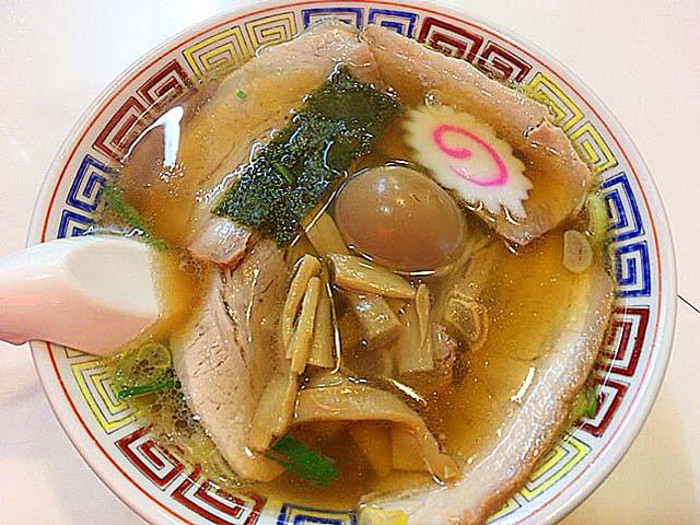 肉屋が営む荻窪駅徒歩3分の老舗「マツマル」の特製マツマルラーメン