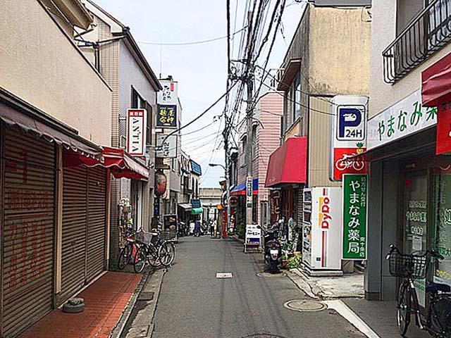 JR東十条駅へと続く道