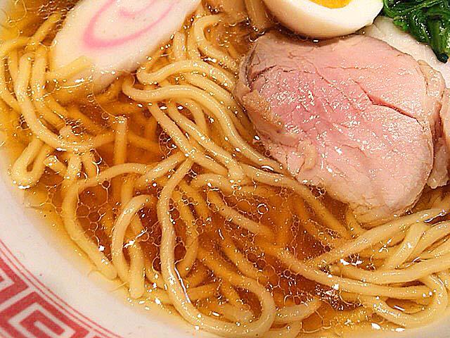 鶏がしっかり効いた醤油スープ@御茶ノ水(湯島)「ラーメン大至」