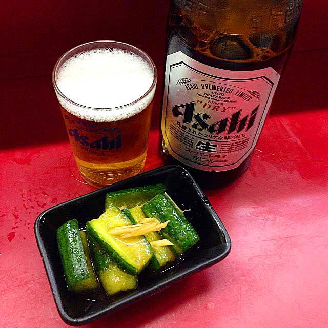 きゅうり(キムチ付)とスーパードライ瓶ビール@大阪千日前「小洞天」