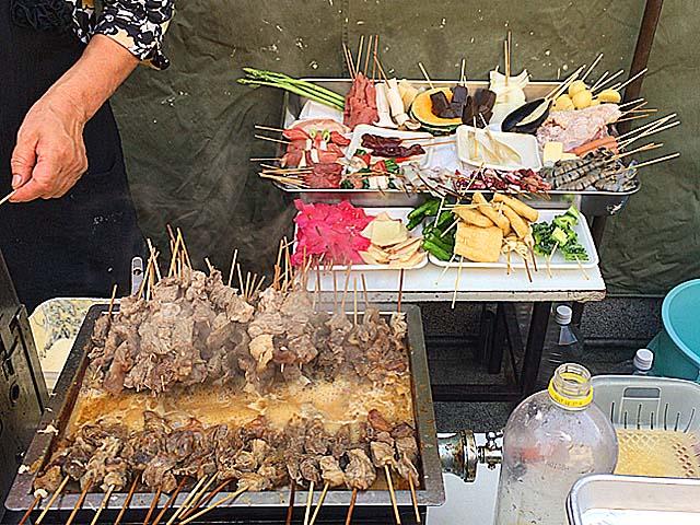 大阪府平野の老舗屋台「武田」の串かつ&どて煮
