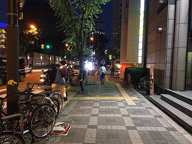 大阪市営地下鉄御堂筋線・中津駅2番口を出た大通り沿い