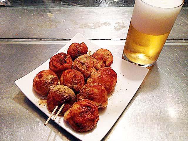 たこ焼きとビール@大阪・中津の老舗たこ焼き屋台「さんちゃん屋」