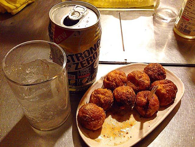 たこ焼きと缶チューハイ@大阪・中津の老舗たこ焼き屋台「さんちゃん屋」