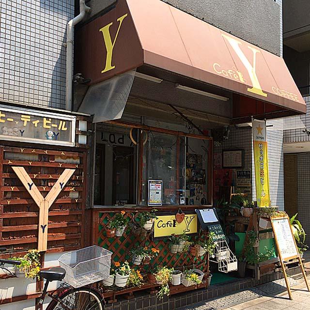 一見どこの町にもありそうな外観の「喫茶Y」@大阪府中崎町