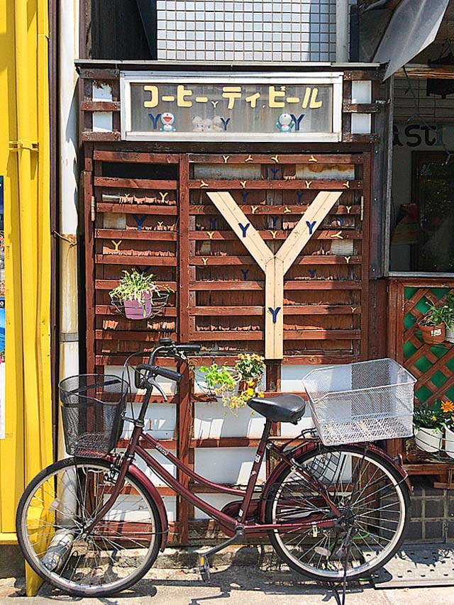 所狭しとYの字@大阪府中崎町で40年続く老舗「喫茶Y」