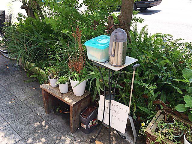 通行人向けにドリンクと冷たいおしぼりのサービス@大阪府中崎町「喫茶Y」