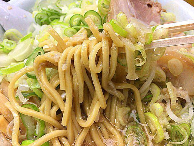 東京・千駄ヶ谷の老舗「ホープ軒」の背脂醤油ラーメン