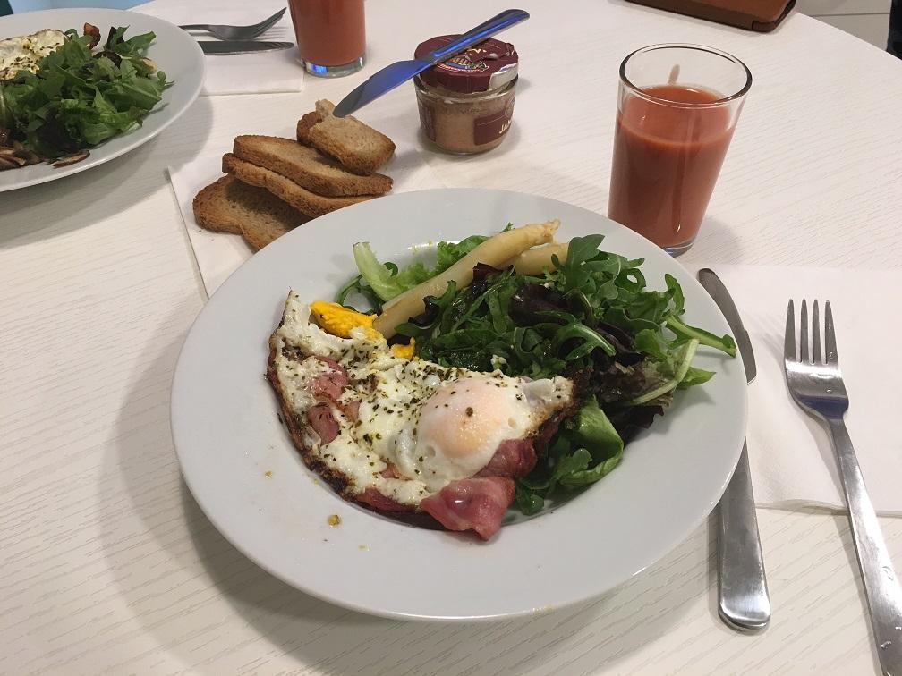 マドリードで宿泊したアパートメントホテルでの朝食