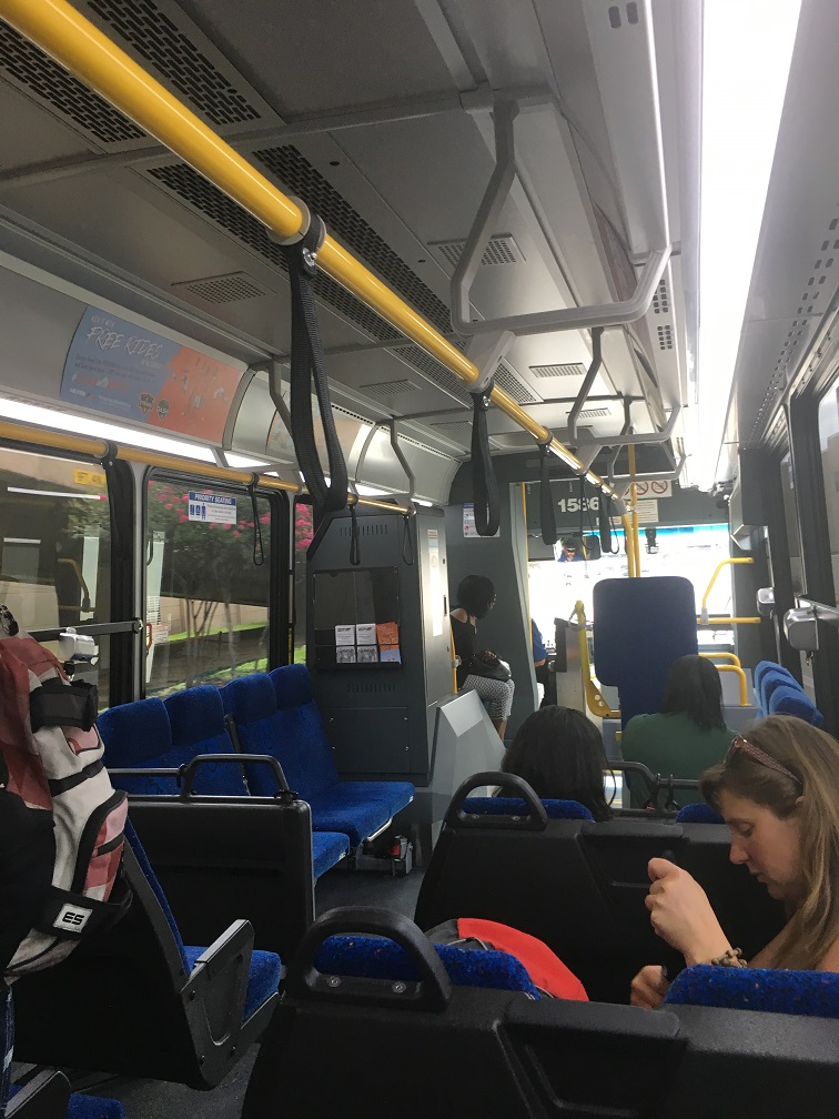 ヒューストン空港からダウンタウンへのバスの車内