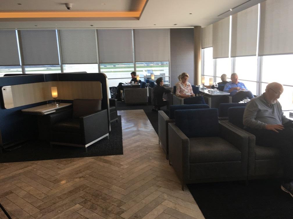 ユナイテッド航空シカゴオヘア空港ポラリスラウンジ 内装