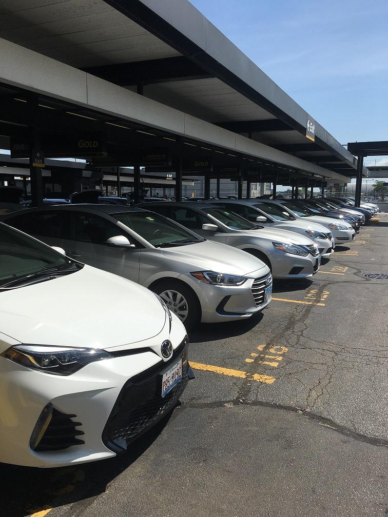 シカゴオヘア空港そばのHertzレンタカー Gold会員駐車スペース①