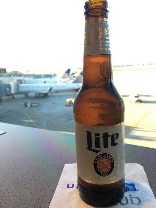 シカゴオヘア空港ターミナル2 United Club 無料ビール
